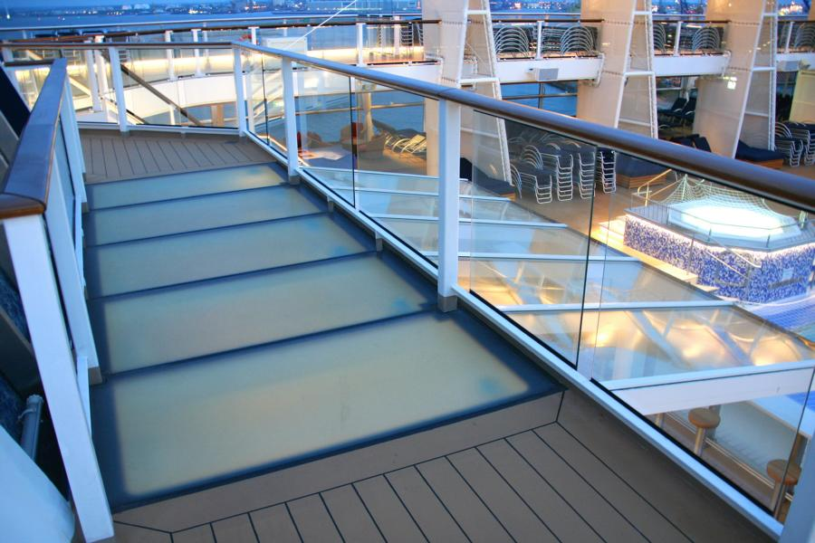 Transparent glass bridge